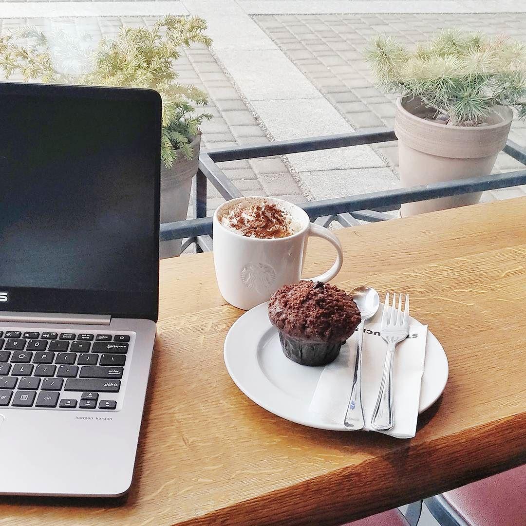 Zadziałałam SMART-zaplanowałam w ciągu totalnie zabieganego dnia godzinna przerwę na pracę przy ulubionej kawie w kawiarni  ...i teraz się zastanawiamgdzie złożyć wniosekzeby mi otworzyli @starbucks_polska na osiedlu ;))