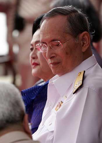 """""""ในหลวง""""เสด็จฯ ทางชลมารค เปิด 5 โครงการชลประทาน  ทรงพระเจริญ ทีฆายุโก มหาราชา โหตุ Long Live the King!"""