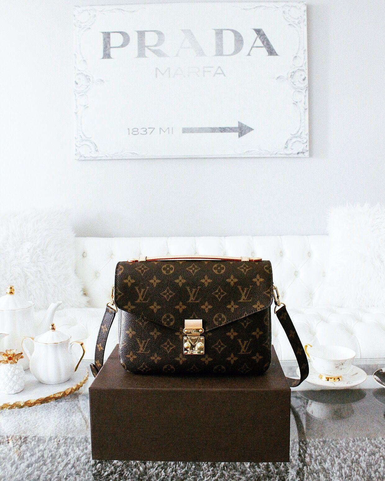 99a505cfa4248 Louis Vuitton Pochette Métis - Nina Schwichtenberg verrät euch in ihrem  Trendreport
