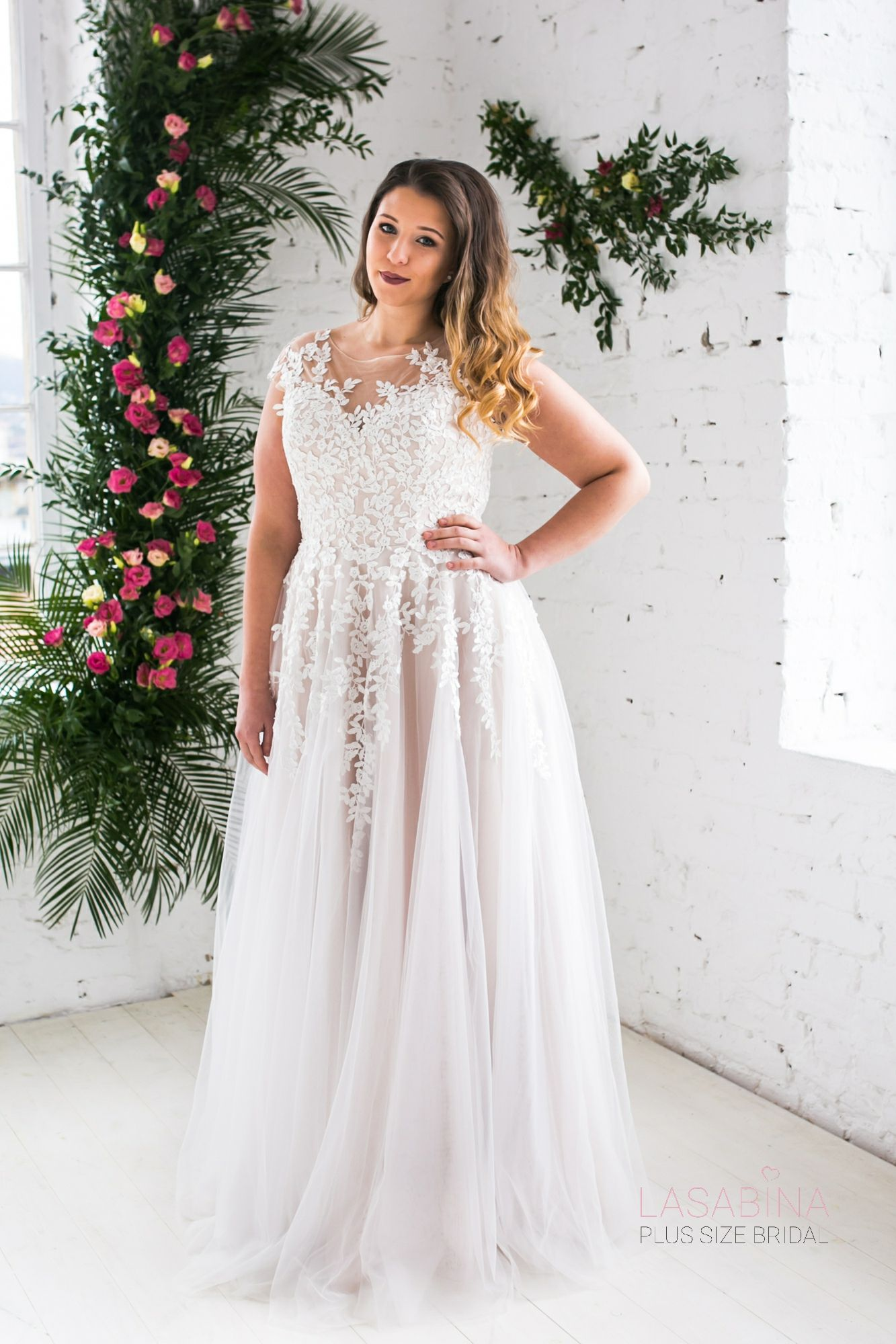 Adrienne I Plussizebridal Collection by LASABINA: A-Linie & Empire