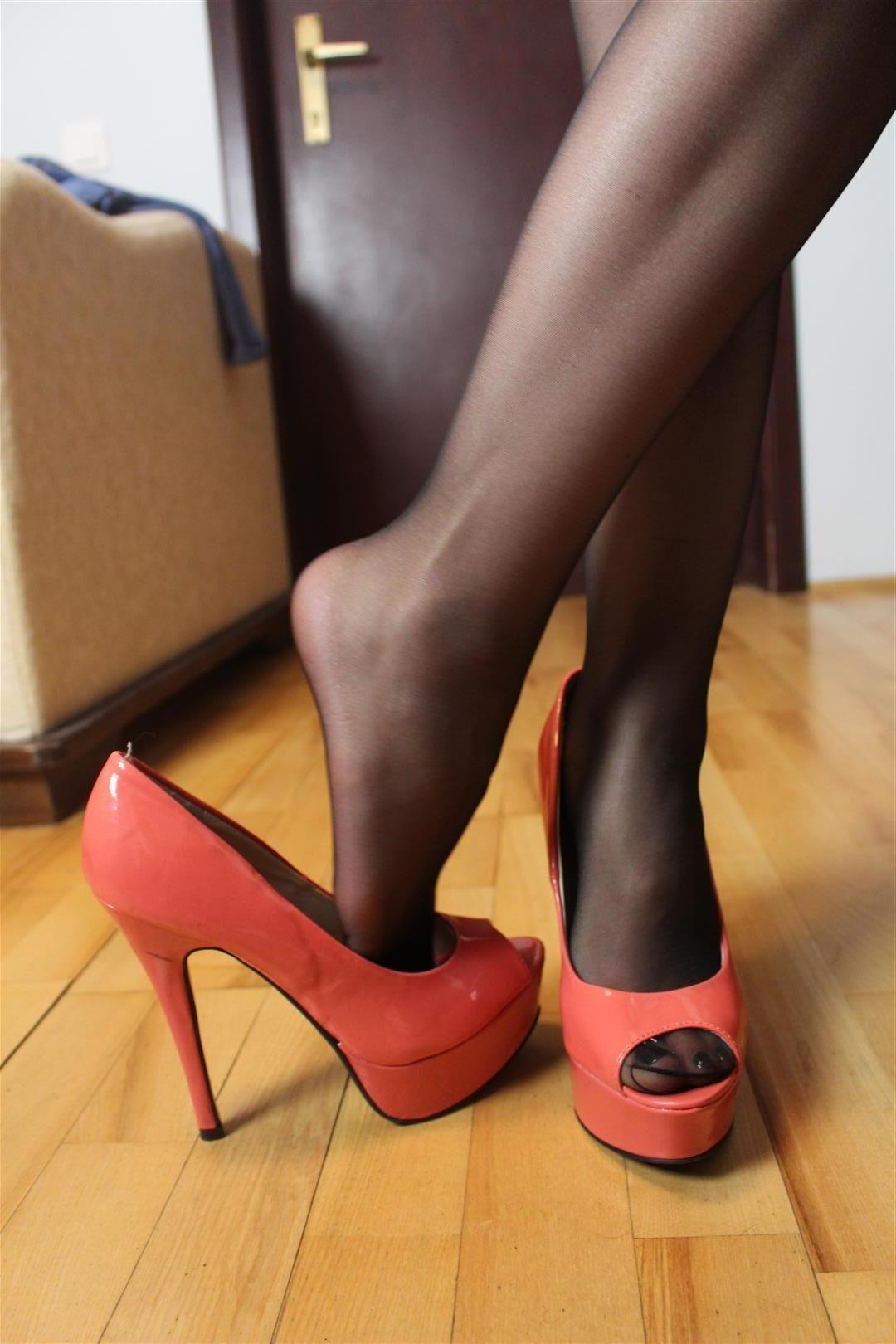 ♤ pantyhose | Nylon Feet | Pinterest | Sandaletten, Sandalen und Pumps