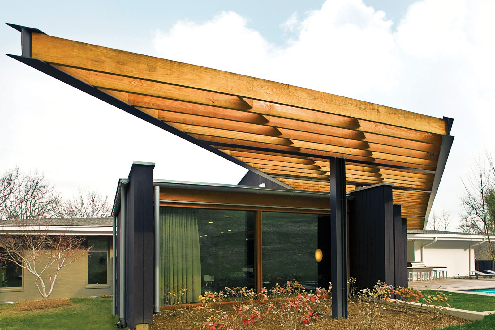 Modern mid century ranch house with douglas fir trellis for Contemporary garden trellis designs