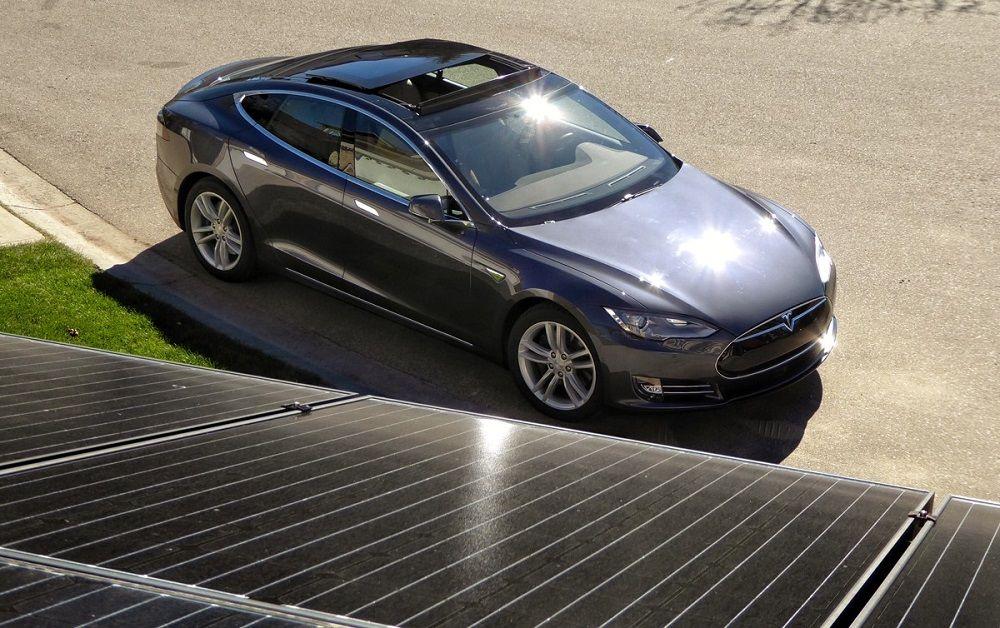 Tesla Du Toit Solaire A La Batterie D Une Voiture Electrique Tesla Voiture Electrique Energie Photovoltaique