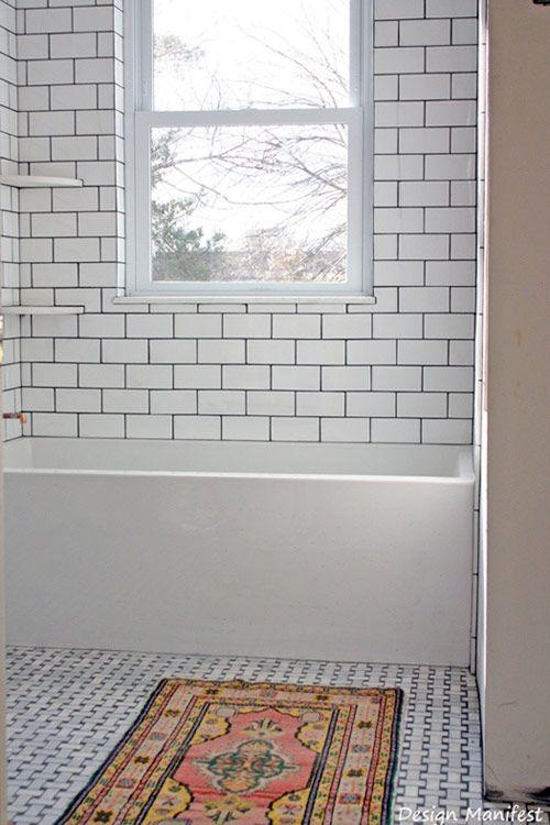 Tänk att det oftast är det allra enklaste som är det vackraste. Här är 16 badrum, vackra på olika sätt, men med gemensamt att de är avskalade och enkla.