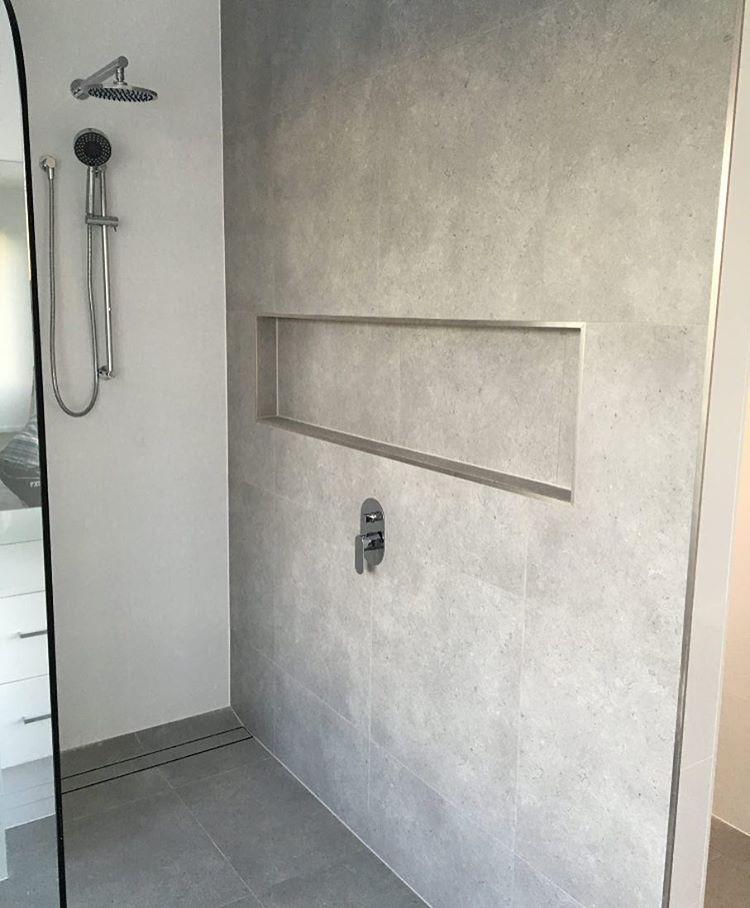 Floor Tile Running Up Shower Wall Always Looks Effective Burleigh Heads Renovation Lazienka