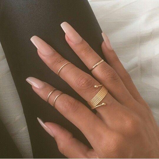 Love this natural nail. Essie \