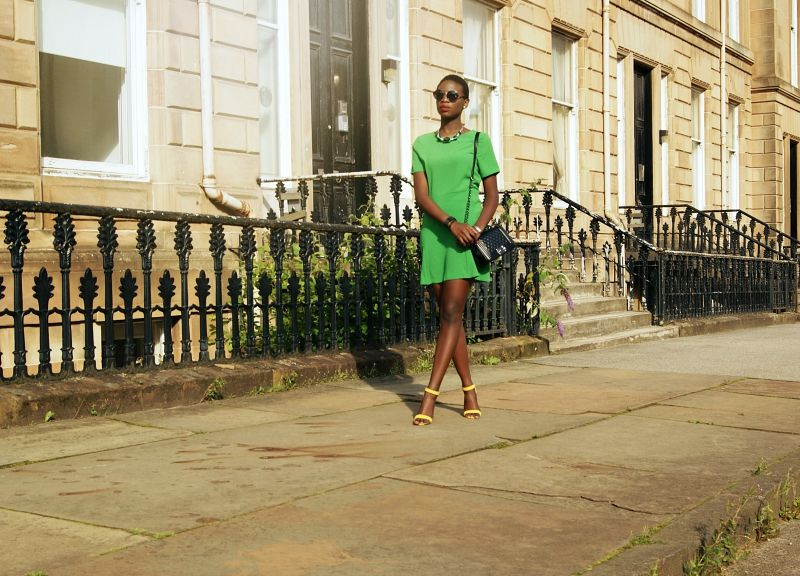 How to wear green and yellow together. The connection between fashion and interior design using colour schemes.