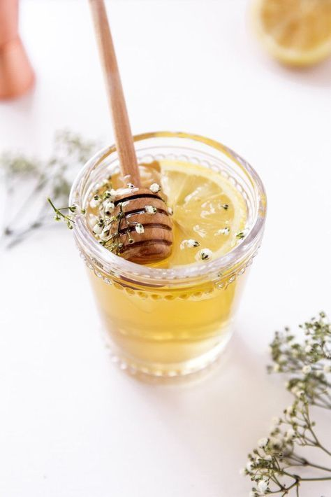The Spring Buzz: a refreshing cocktail of freshly steeped chamomile tea, whiskey, elderflower liqueur, and honey. Yum! | Pinned to Nutrition Stripped | Party #nutritionstripped