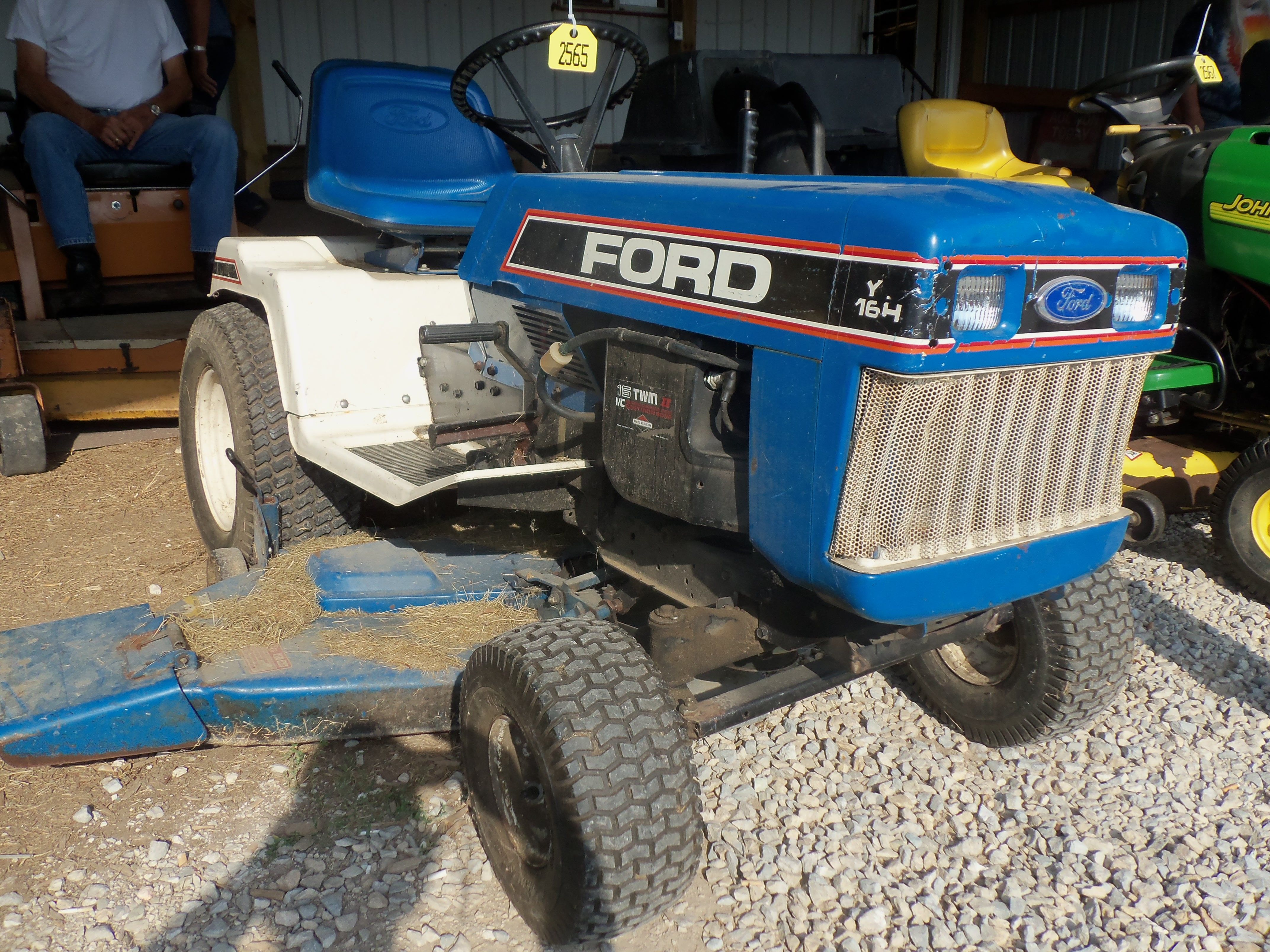 ford yt16h garden lawn tractor sold for 150 00 16hp 608 lbs [ 4288 x 3216 Pixel ]