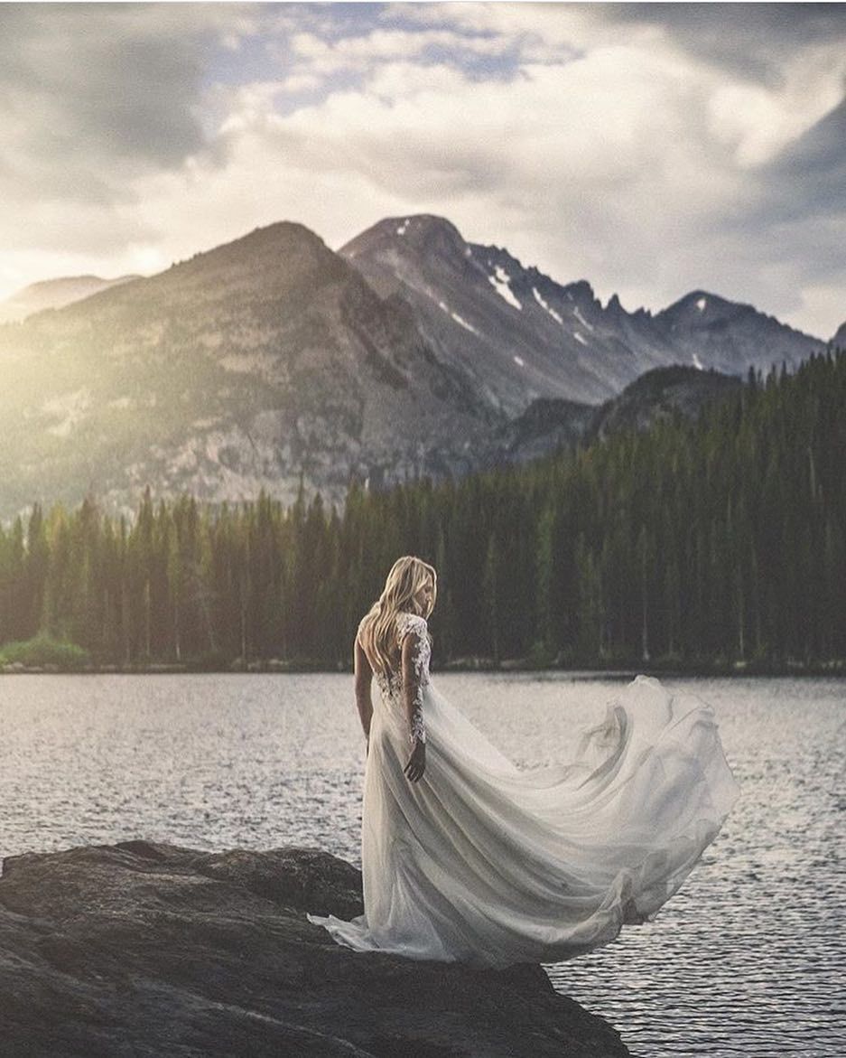 Staying on the topic of elopements and water what about adding the odd mountain into the mix?  This very special image by @alexuncharted is from a recent elopement in Colorado and we just cannot get enough.
