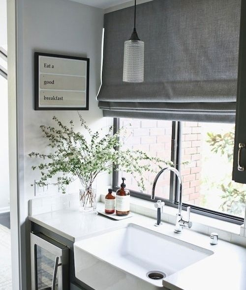 Roman curtains in the kitchen Modern trends in window