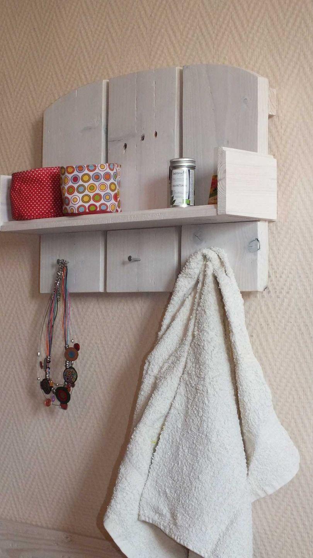 petite tag re en bois de palette et finitions cologiques meubles et rangements par la fee. Black Bedroom Furniture Sets. Home Design Ideas