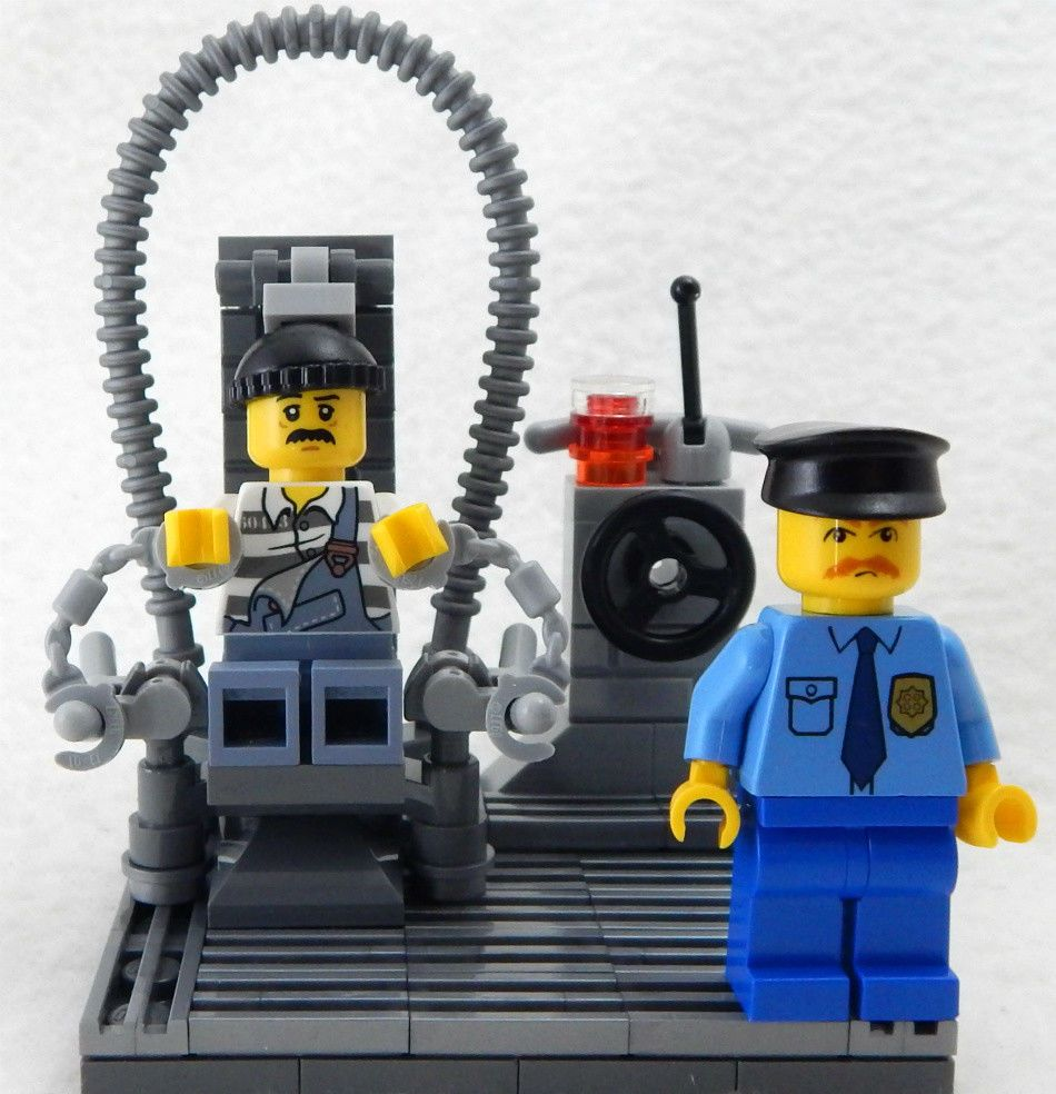NEW LEGO ELECTRIC CHAIR with inmate & guard minifig lot