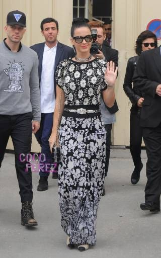 Katy Perry is a goddess at the Chanel show in Paris!