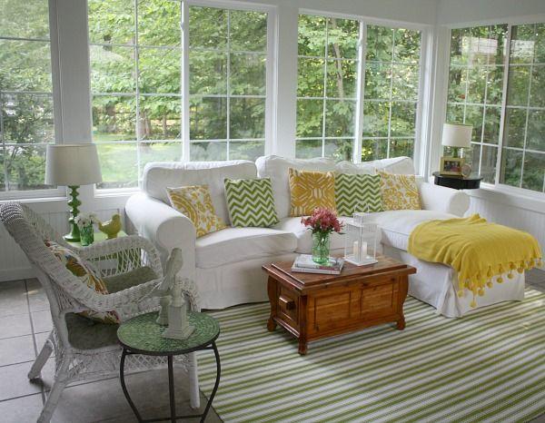 Julia S Sunroom Decorated For Summer Hookedonhouses Net
