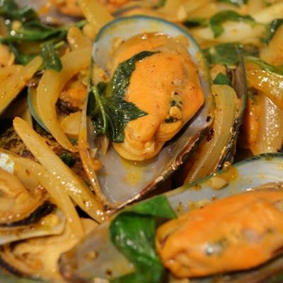 Thai style stir fried mussels with basil binh there done that thai style stir fried mussels with basil binh there done that quick forumfinder