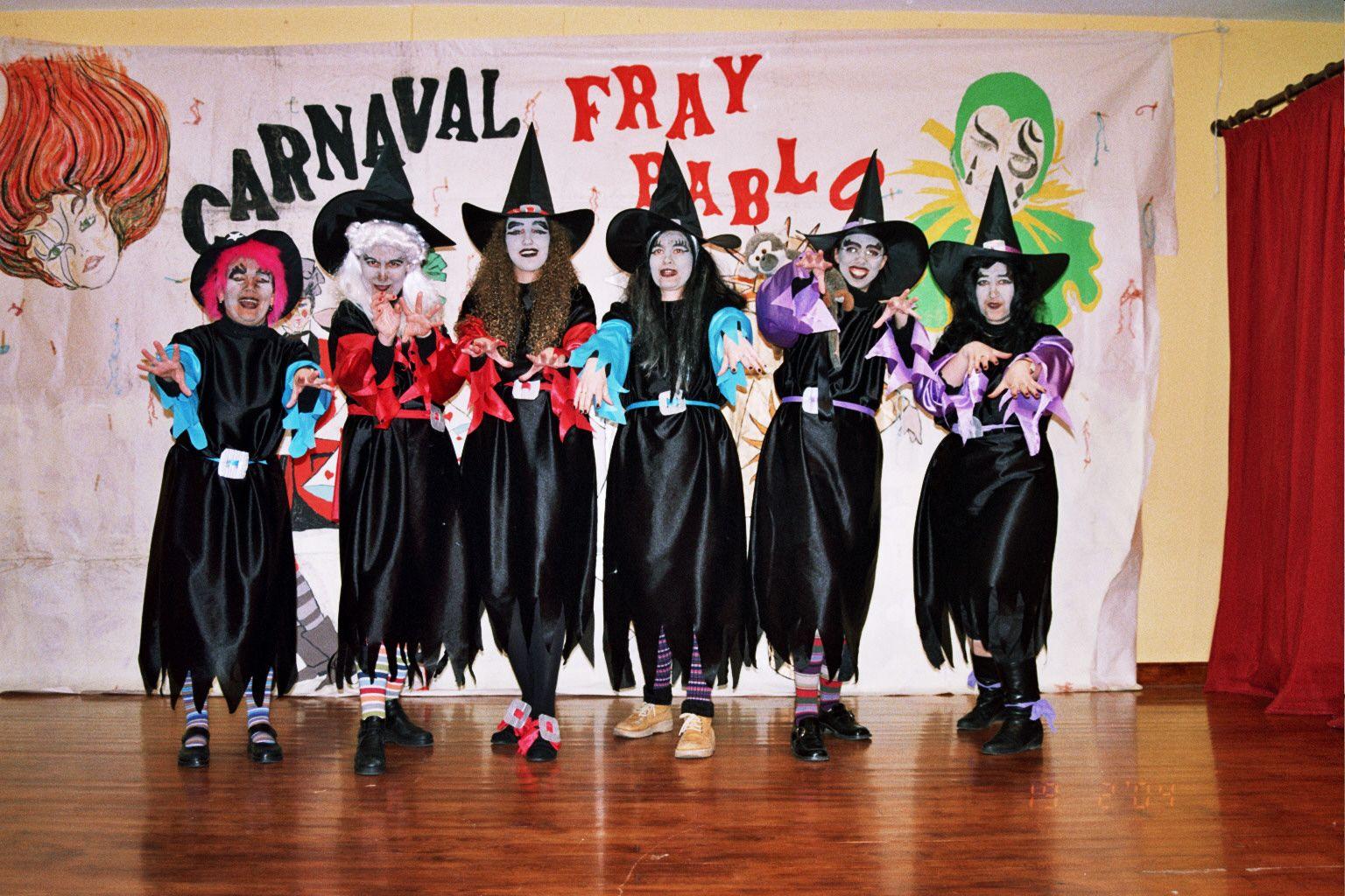 """¡¡Pero que maestras más brujas pirujas!!! Proyecto """"Somos brujas y brujos de la suerte"""" Curso 2003-2004 CEIP Fray Pablo de Colindres."""