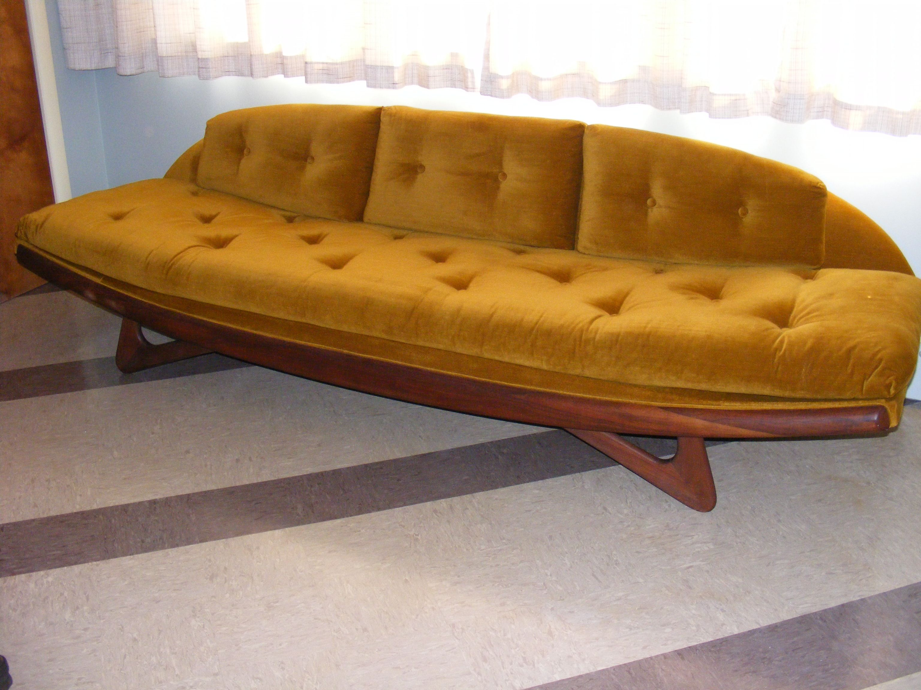 Couches For 1940s 1950s Or 1960s Living Rooms Upload Photos Of Your Sofa Retro Renovation Vintage Sofa Retro Sofa Retro Couch