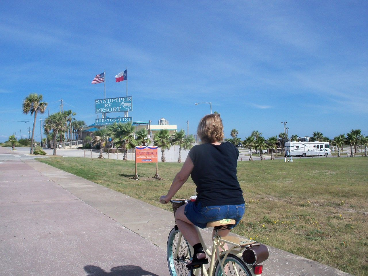 Bike Ride On Seawall Blvd To Sandpiper Rv Resort In Galveston Tx Bike Ride Sea Wall Travel Sites
