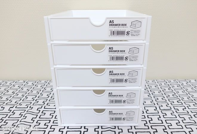 100均セリアの新商品 A5引き出しボックス と A5引き出しラック の収納 アイデアやサイズ 活用法をブログでレポート ボックスとラックは別売りで 積み重ねて使用することができます 白色のおしゃれな引き出しボックスはシンプルインテリアと相性バッチリ 100均