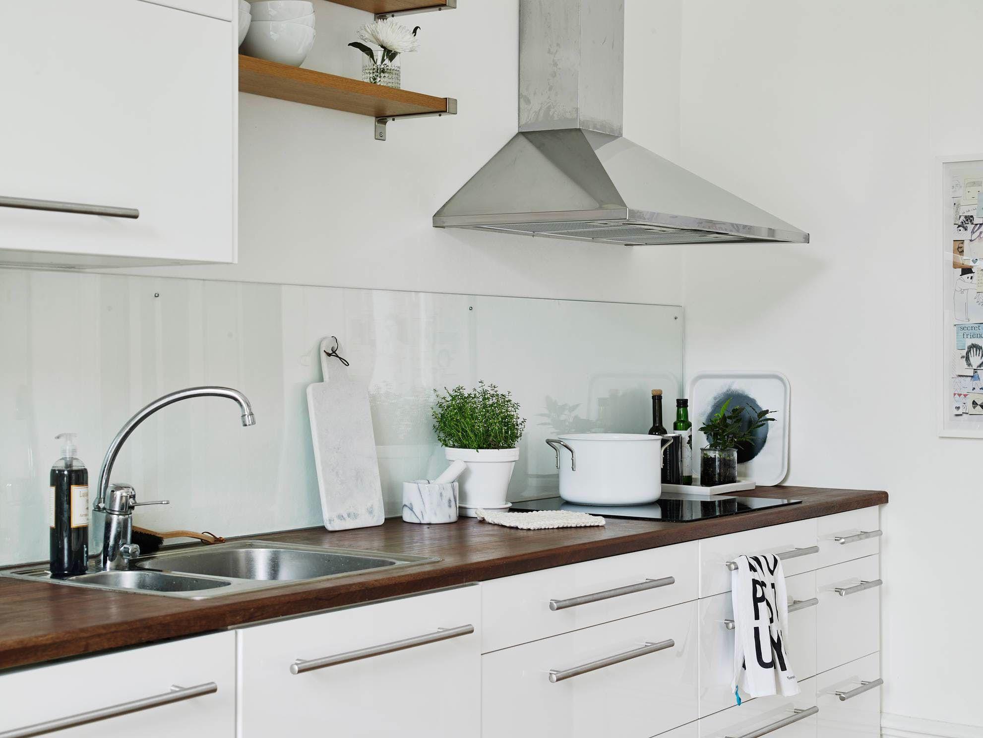 A Lovely, Low-Maintenance Alternative to Tile Backsplashes