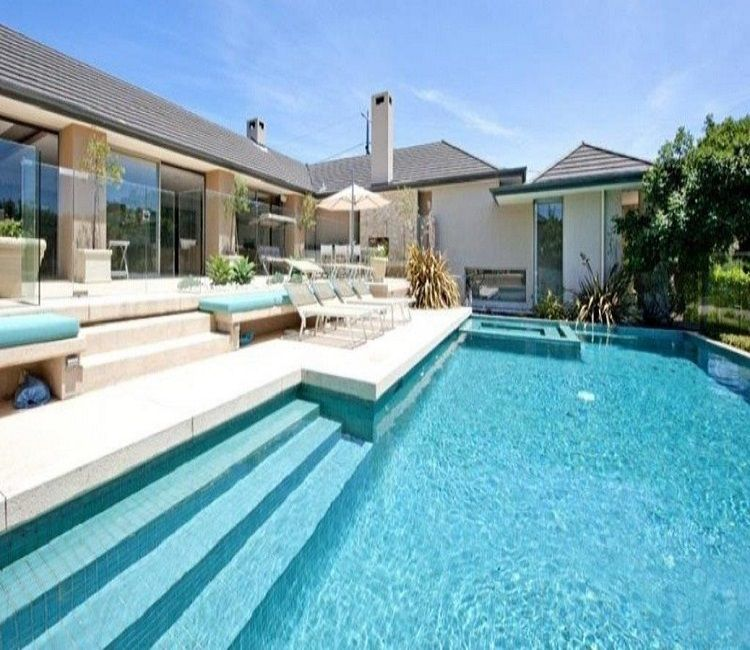White Limestone With Matching Bullnose Pool Coping Nice Coping Travertine Pool Coping Pool Pavers Pool Photos
