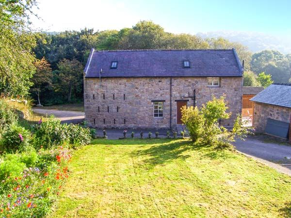 Rhewl Farm Granary Pet-Friendly Cottage, Mold, North Wales  Description: Rhewl Farm Granary is a lovely barn conversion in North Wales. With two bedrooms, a mezzanine double and a twin, it sleeps four people comfortably. There is also a bathroom, a cloakroom, a kitchen, sitting room with dining area and an external games room. Outside, there is an...  http://www.holidaylets.me.uk/rhewl-farm-granary-pet-friendly-cottage-mold-north-wales/