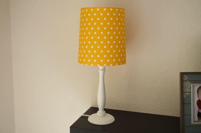 Lampenschirm Mit Weissen Punkten O 0 8cm Auf Gelbem Hintergrund Lampenschirm Lampe Schirm