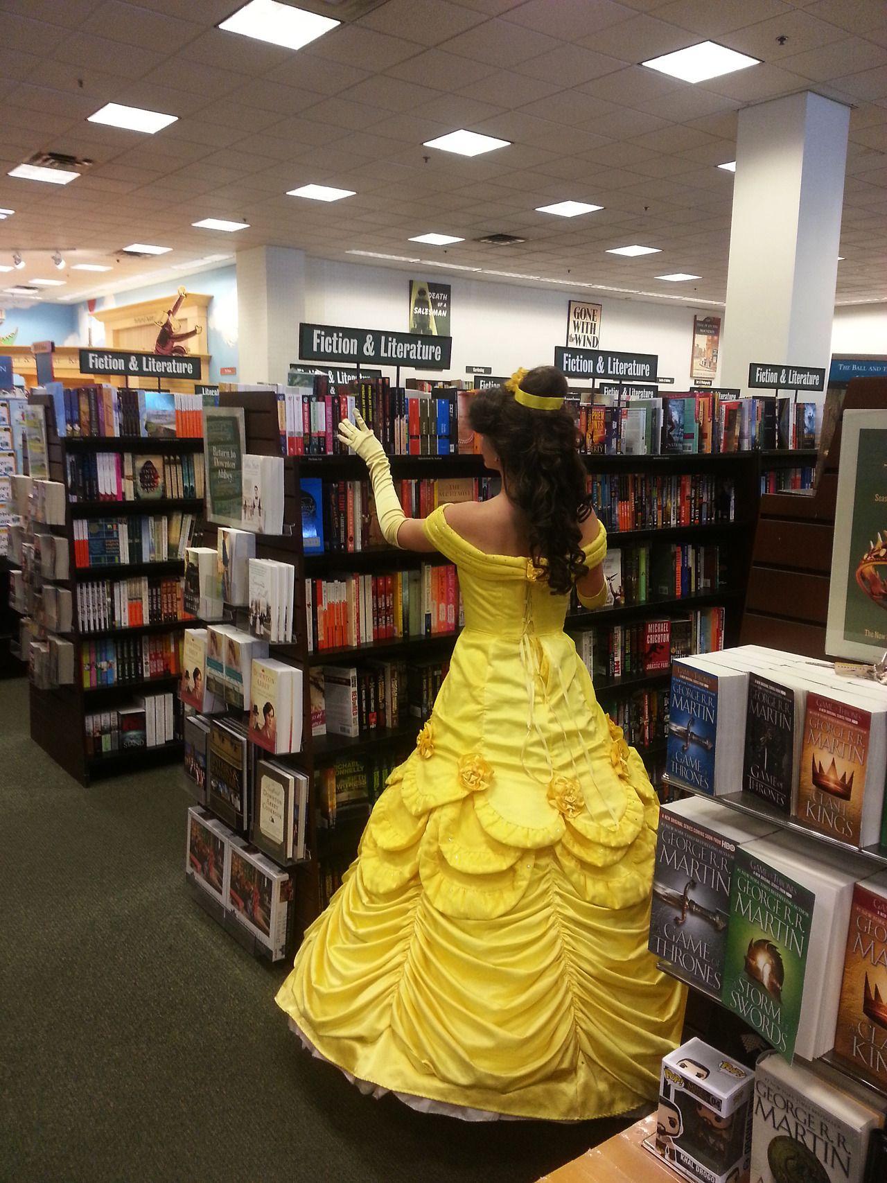 Bella, la librería, quiere leer, le gustan los libros de (suspenso, romance, ciencia ficción, etc.), quiere que la Bestia lea, compra