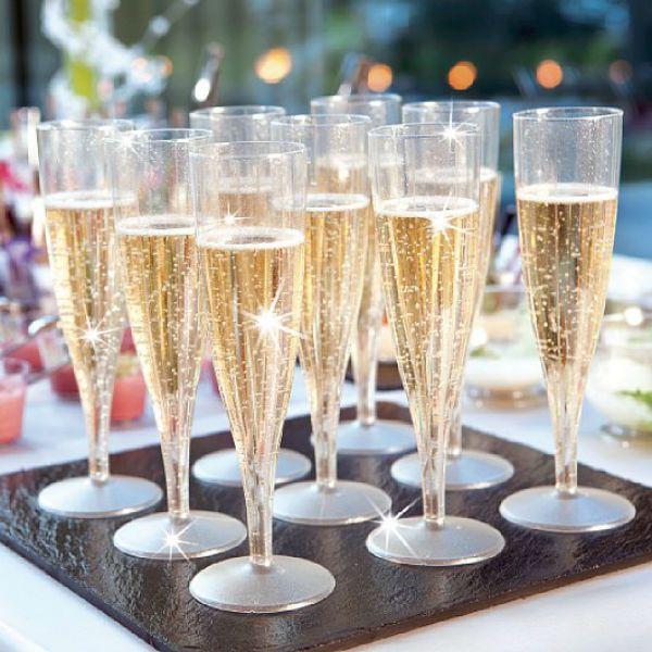 champagneglas i plast dukning br llop fest pinterest. Black Bedroom Furniture Sets. Home Design Ideas