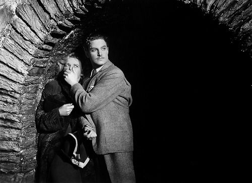 Robert Donat and Madeleine Carroll in The 39 Steps (Alfred Hitchcock, 1935)