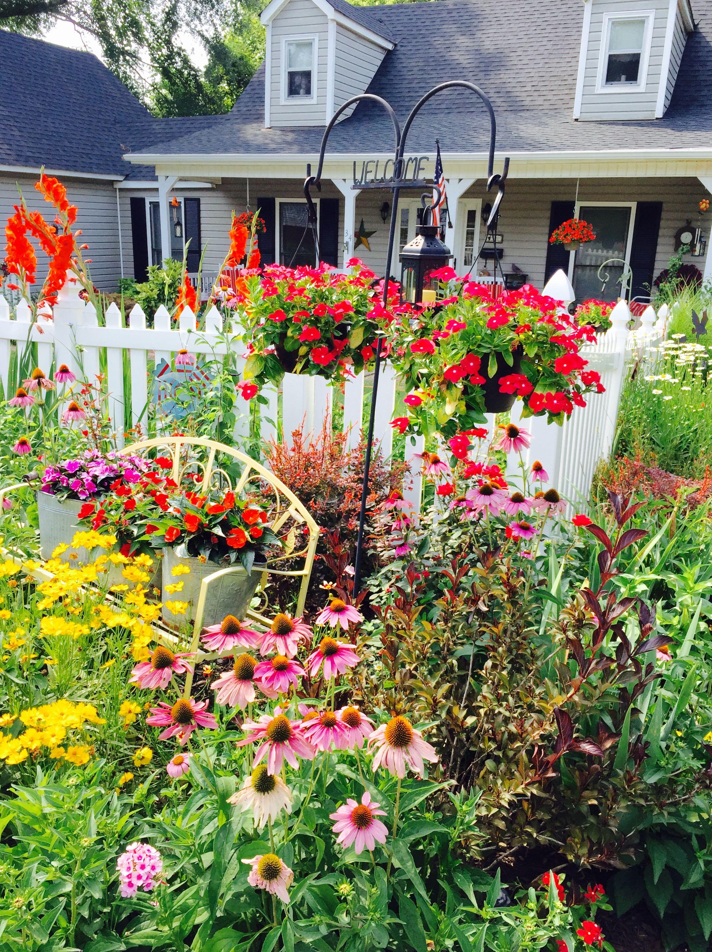 Picket Fence Garden Picket Fence Garden Cottage Garden Plants