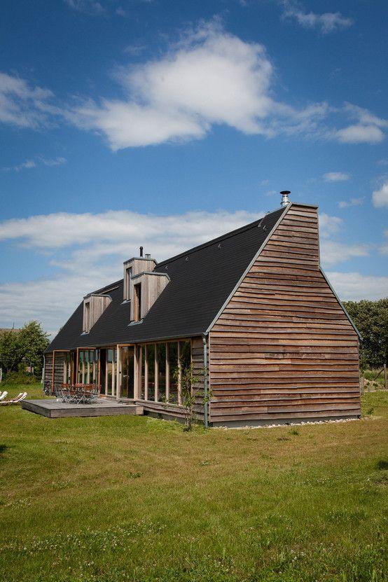Im Jahr 2012 baute der Architekt Thomas Kröger ein extravagantes Einfamilienhaus, das in der idyllischen Uckermark gebaut wurde. 2014 wurde das Gebäude als Haus des Jahres prämiert. https://www.homify.de/ideenbuecher/24081/haus-des-jahres-2014