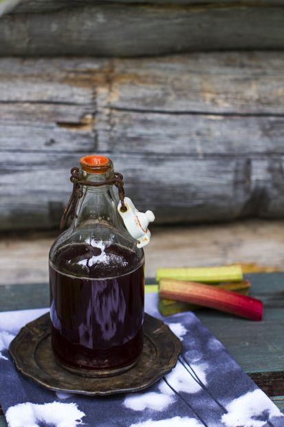 Just delicious! Rhubard syrup. http://www.jotainmaukasta.fi/2014/06/25/raparperisiirappi/