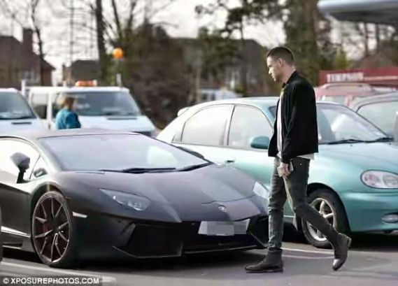 One Directions Liam Payne spotted with his 260K Lamborghini (Photos)