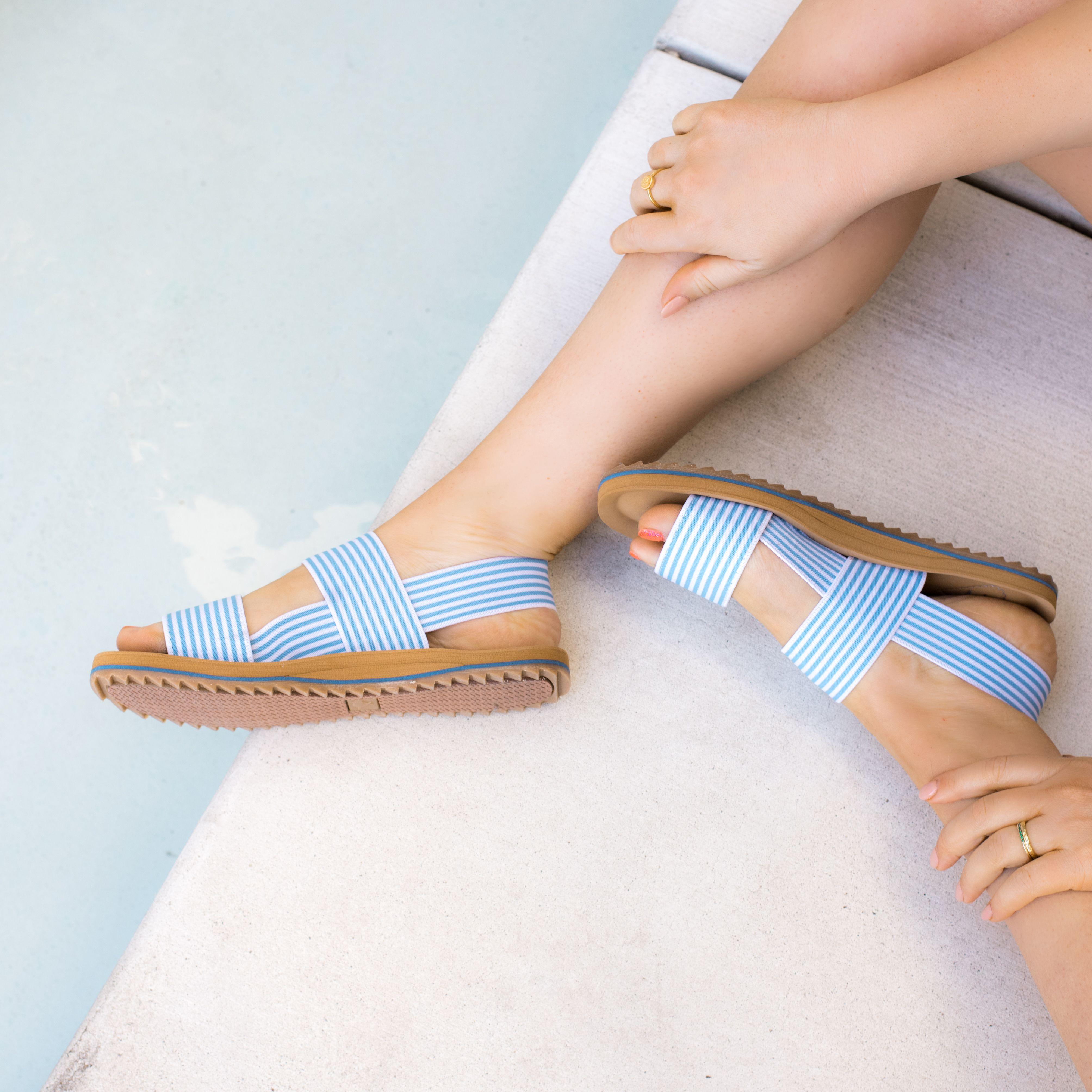 Rocket Dog Ellen Women/'s Blue Stripe Elastic Strappy Beach Sandal