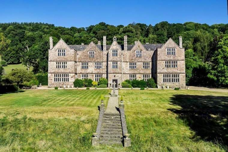 Canonteign Manor, Christow, Exeter, England10 beds ¦ 9 baths ¦ 11,000 sqft ¦ 10 acres