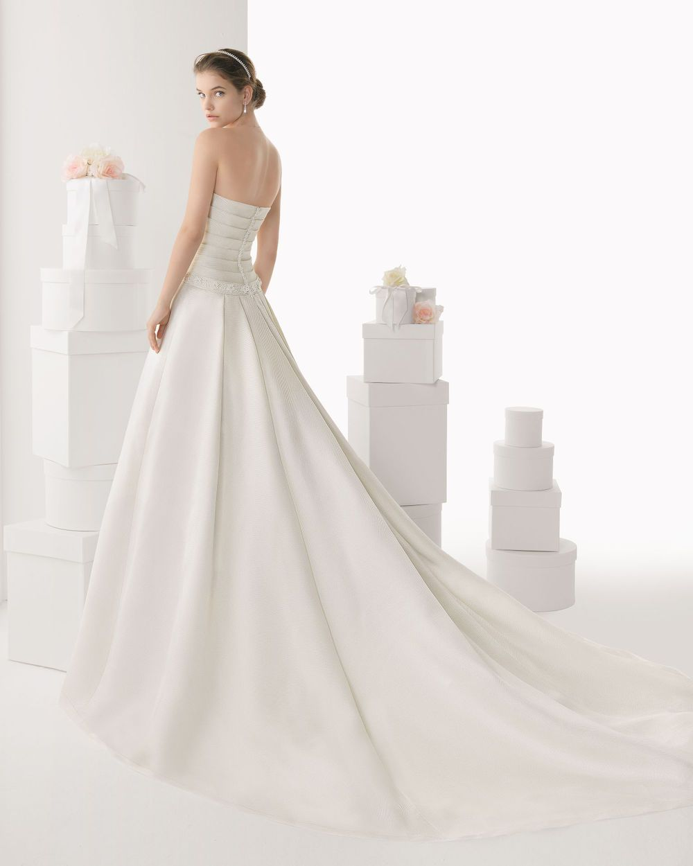2014 Refined A-line Scoop with Short Sleeves Sweep Train Satin Wedding Dress