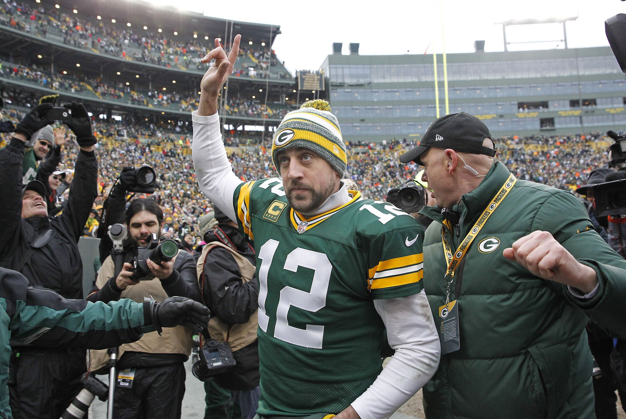 Aaron Rodgers Correct Response Who Just Won Celebrity Jeopardy With Images Celebrities Aaron Rodgers Mark Kelly