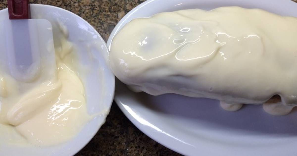 Fabulosa receta para Crema rapidísima de limón. Cuando quiero decorar una torta o un budín y no estar horas en la cocina, hago esta crema de limón en 5'.