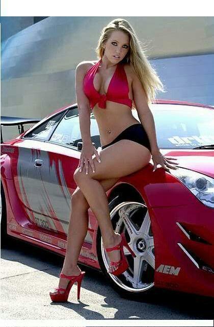 schnelle Autos und sexy Frauen