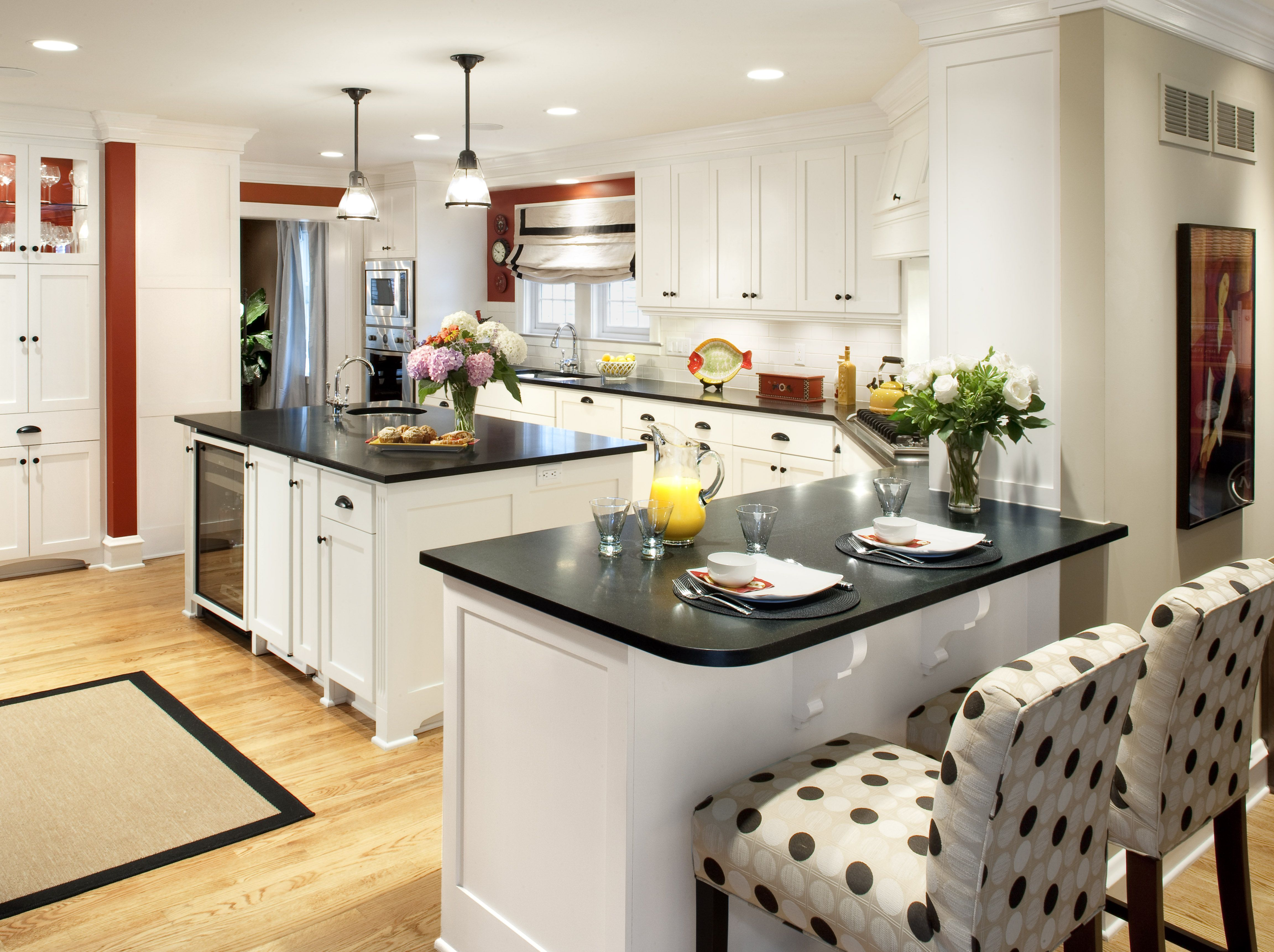 The large open kitchen as enough room for guests and the ...