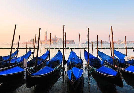 Et femstjernet hotel designet af Phillip Starck på en rolig, venetiansk sidegade, inklusive morgenmad og velkomstdrink