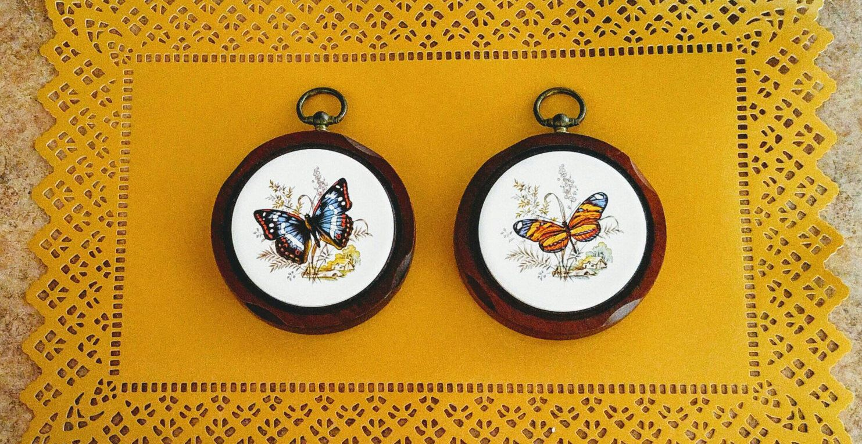 Vintage Tile Butterfly Wall Plaque Round Tile Wood Carve Frame ...