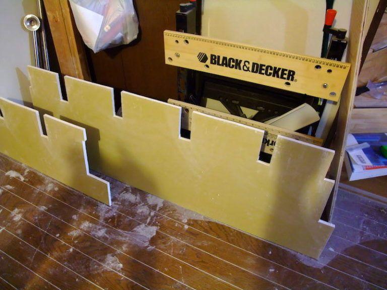 木組みの下地に石膏ボードを固定し壁を塞ぐ 2020 石膏ボード 壁