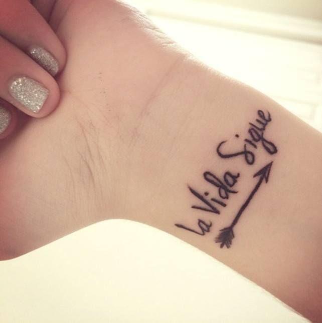 Frase La Vida Sigue Tattoos Tattoos Tatuajes Tattoo Quotes