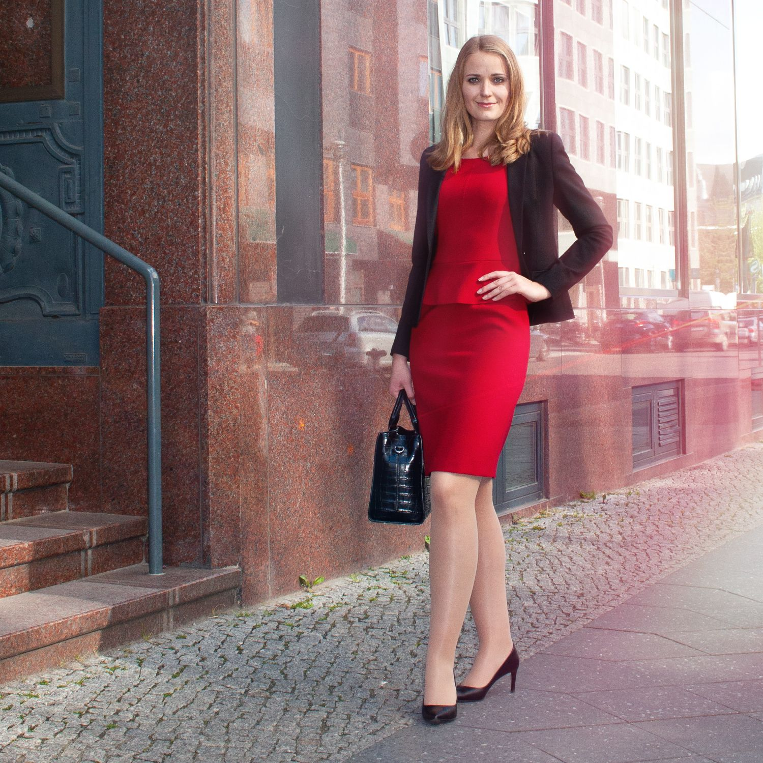 rotes #Kleid + schwarzer #Blazer  Outfit, Business outfit