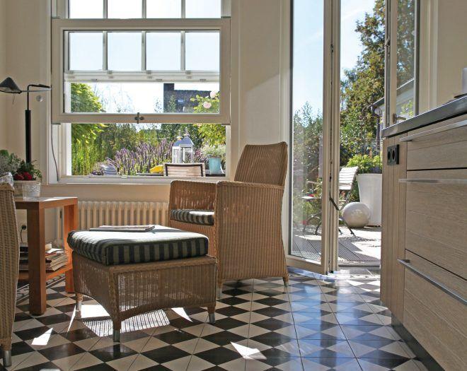 Auf alt gemacht Klassisches Holz-Schiebefenster und passender - wohnzimmer fliesen schwarz