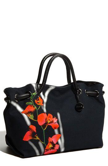 Such a pretty, current shopper! #handbags #haute