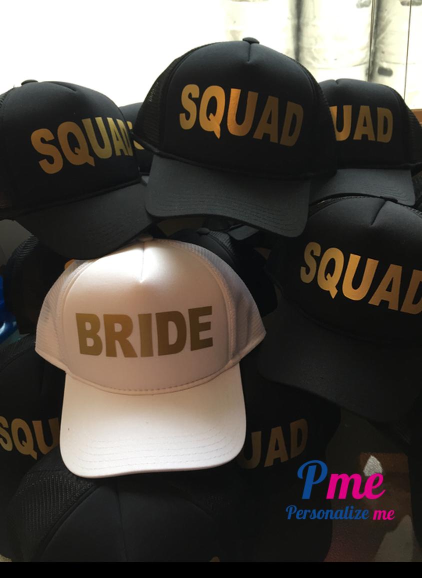 Bonés personalizados para noiva e madrinha tirarem fotos. Branco Bride e  preto Squad 920a3671097